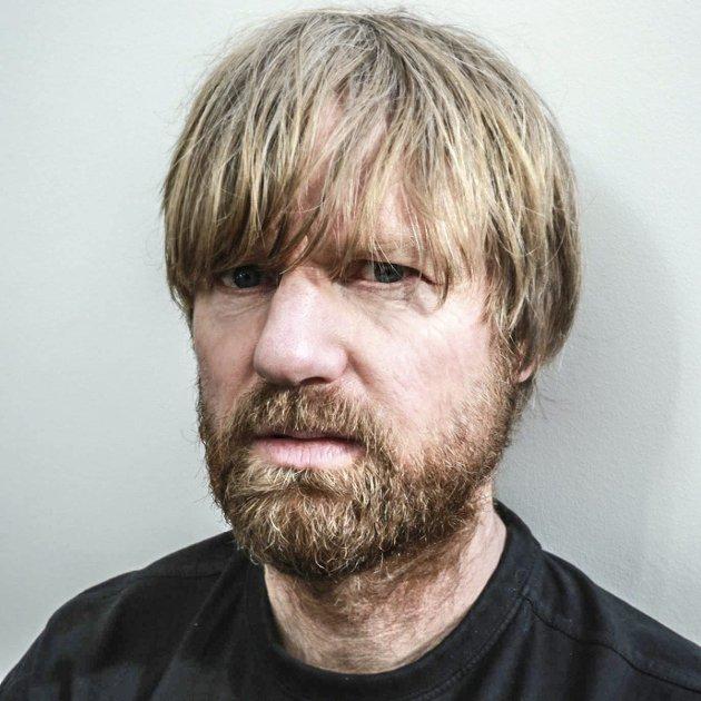 TIDA FLYR: – Hva skjedde med den unge, lovende mannen jeg bodde i, spør Håkon Ohlgren. Han har gjort seg noen betraktninger rundt det å fylle 50 år. Og 90 år.