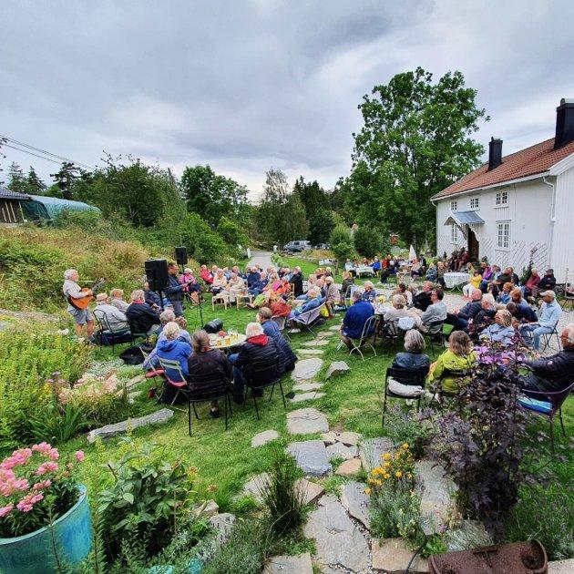 Bak fasaden på Skåtøy: Lanseringen av kragerøgutten Asbjørn Johannessens bok om  Christian Gierløf.