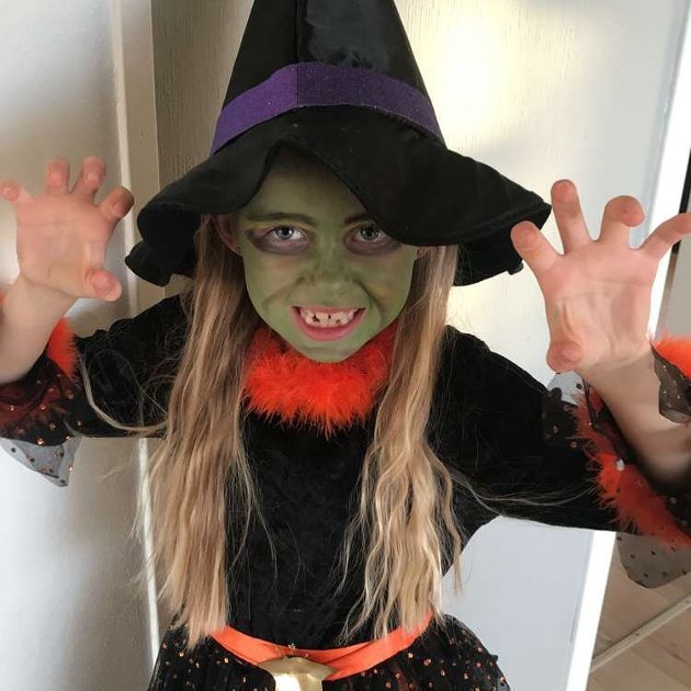 Heksa Olea Er klar for Halloween-fest. (Foto: Rolf Vidar G. Hansen).