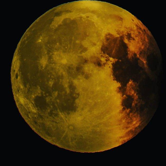 Stod på feil sted når blodmånen var i går, men fikk flere bilder av den når den gikk tilbake til normalen