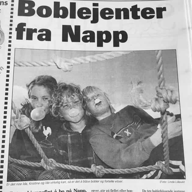 Ida, Kristine og Ida på Napp demonstrerer tyggegummiferdighetene sine i Lofotposten. Året er 1998.