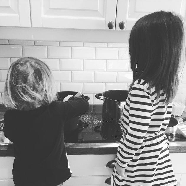 Våg å aldri føle dere små og mindreverdige selvom noen oppgaver må gjøres på kjøkkenet.