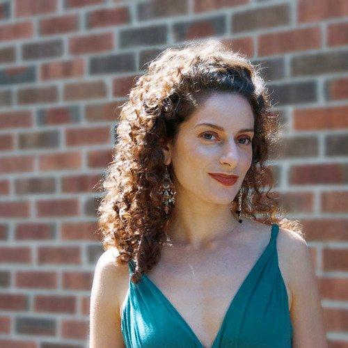 Lara Solnicki både er og har ei høyst spesiell stemme.