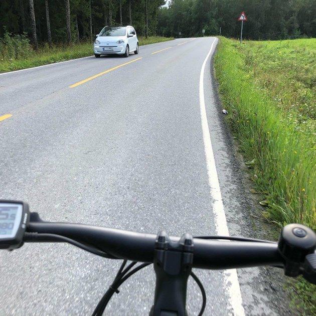TRANGT: Nye Vestre Totenveg fra Frusetholtet til Raufoss byr inn til sykling, så lenge du får være alene på veiskuldra.