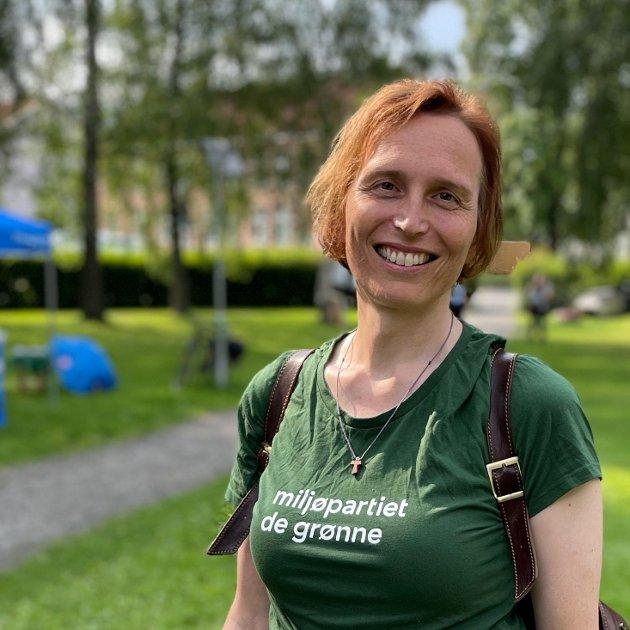 Karina Ødegård, stortingskandidat i Oppland for MDG, vil ha mer tog i Innlandet.