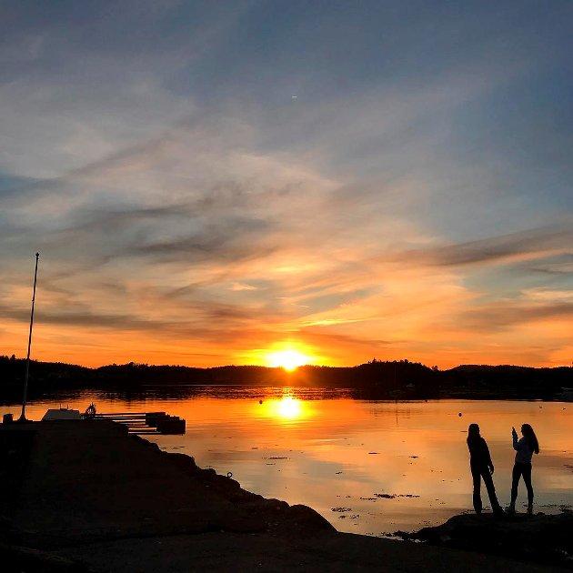 VAKKERT: Stine Holberg Dahl har tatt ukens foto av denne flotte solnedagangen.