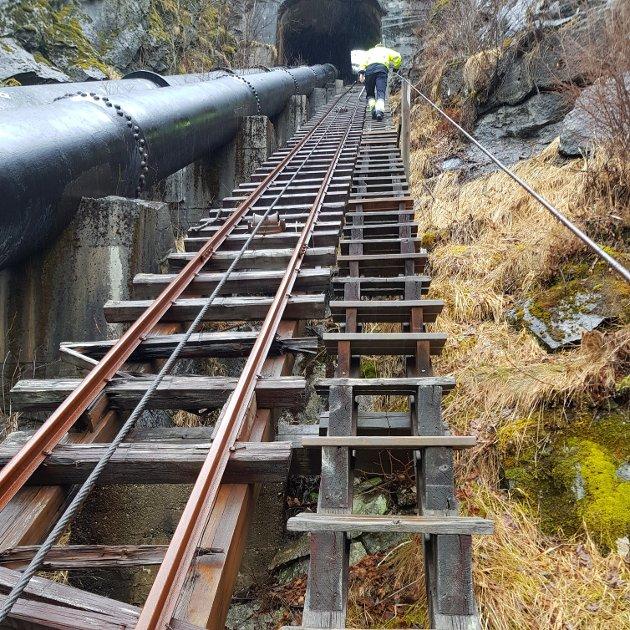 HASTAR: Statkraft skriv at det hastar å finna ei løysing for Høyanger-trappene.