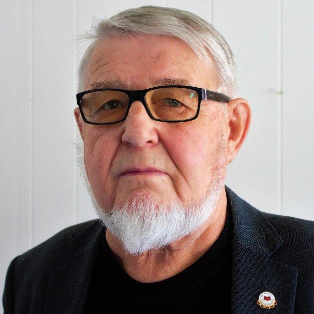 Mellvin Steinsvoll blir varm i panna av statsråd Henrik Asheim.