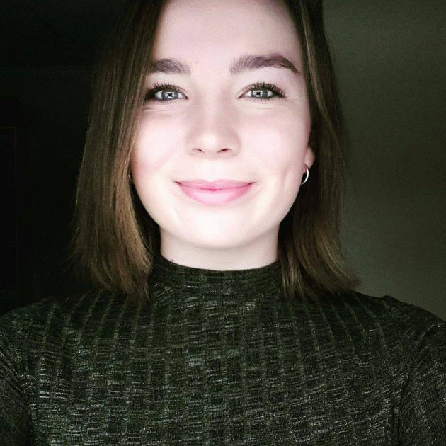 BEKYMRET: Samfunnsdebatant Helene Hansson (17) tror uærlige sosiale medier kan føre til psykiske problemer blant unge. FOTO: Privat