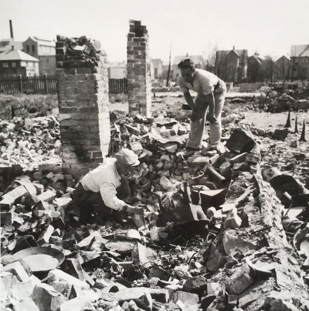 420 av byens 760 hun ble ødelagt.¨Rundt 3700 mennesker ble husløse.