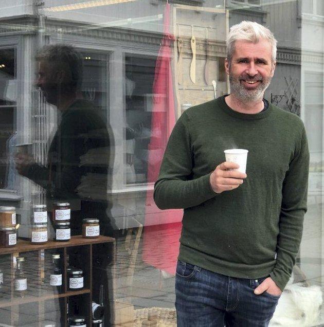 Gode opplevelser: Anders Lyche Oppegaard har fått mange positive tilbakemeldinger i løpet av sommeren i butikken Real.