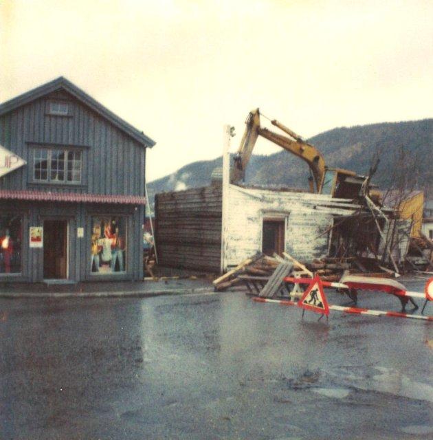 Flere gamle hus langs Skjervgata ble revet for å få plass til kjøpesenteret.