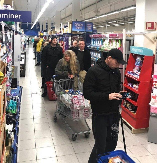– Det var som en uforberedt lille julaften, uttalte kjøpmann ved Rema 1000 Stadion, Ketil Mjølnerød, om handlekaoset som oppstod på torsdagen da statsminister Erna Solberg oppfordret folk til IKKE å hamstre.