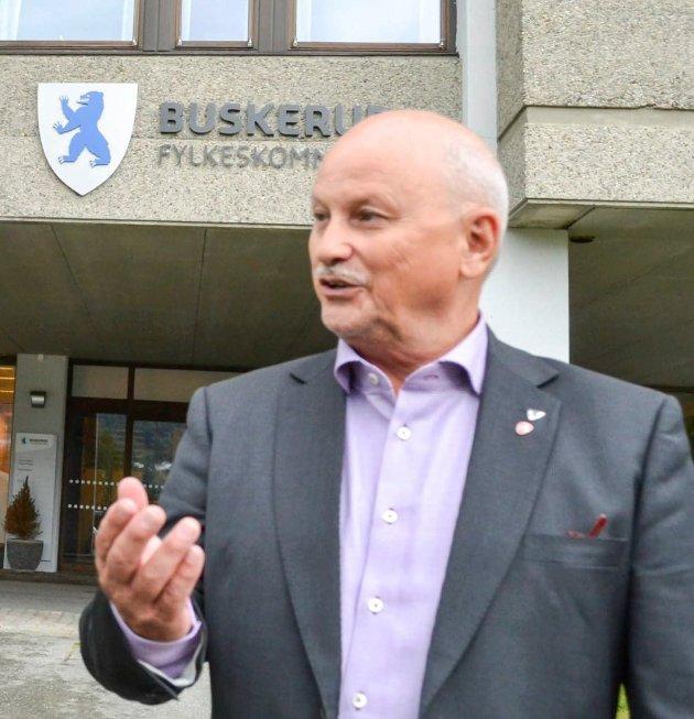 VIL PRIORITERE: Fylkesordfører Roger Ryberg (Ap) fra Hurum vil prioritere å sikre fylkesveier for skolebarn.