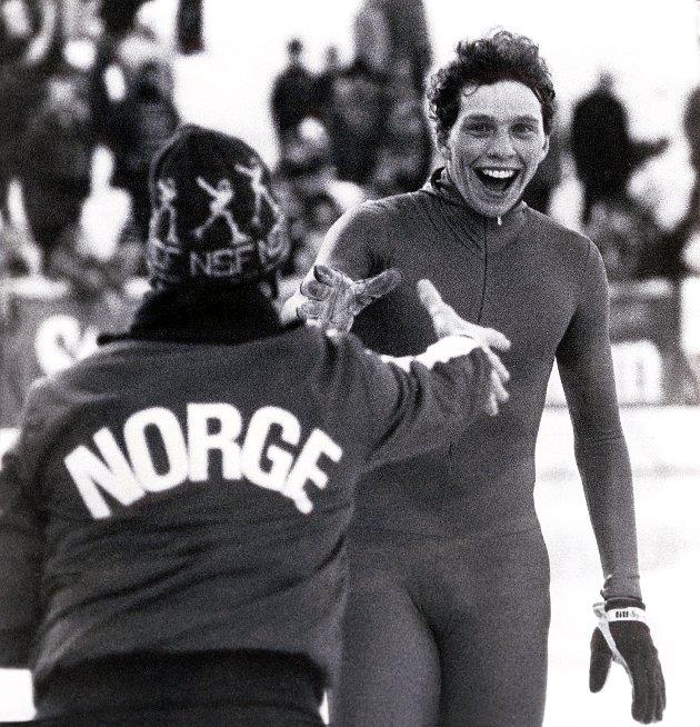 SKØYTESPORT: «Alle» husker Bjørg Eva Jensens gull på 3000 meter i 1980, Tom Erik Oxholms (bilde)  medaljer på 5000 og 10 000 og Øyvind Tveters sterke langdistanseløp, skriver Terje Wasvik, leder IF Fram Skøytegruppe, Larvik