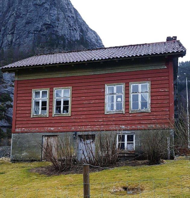 Slik såg gamlehuset på garden til Anne Marie Svardal ut før oppussinga starta i fjor.