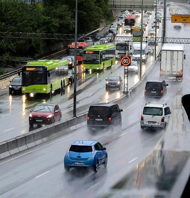 BEHOV: Mer bruk av hjemmekontor kan gi seg utslag som mindre behov for utbedring og utvidelse av hovedfartsårer, dimensjonering av kollektivtrafikk og flyruter, for ikke å snakke om hvilke bidrag dette kan gi til kutt i klimagassutslipp, der biltransport er en versting.