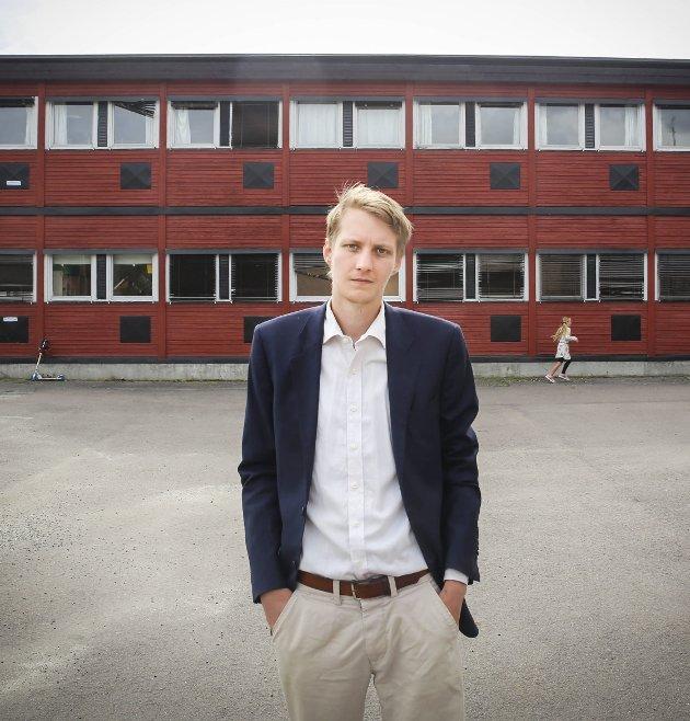 ÉN AV TRE: Niclas Tokerud kjemper mot Adrian Tollefsen (H) og Knut Kvale (Sp) om å kapre ordførerklubba i Øvre Eiker.
