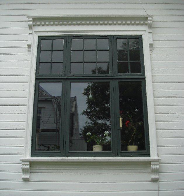 Restaurering av vinduer framfor utskifting, regnes som godt kulturminnevern. Både energiforbruk og holdbarhet kan bli bedre med de gamle vinduene, og gir derfor også et positivt miljøregnskap.