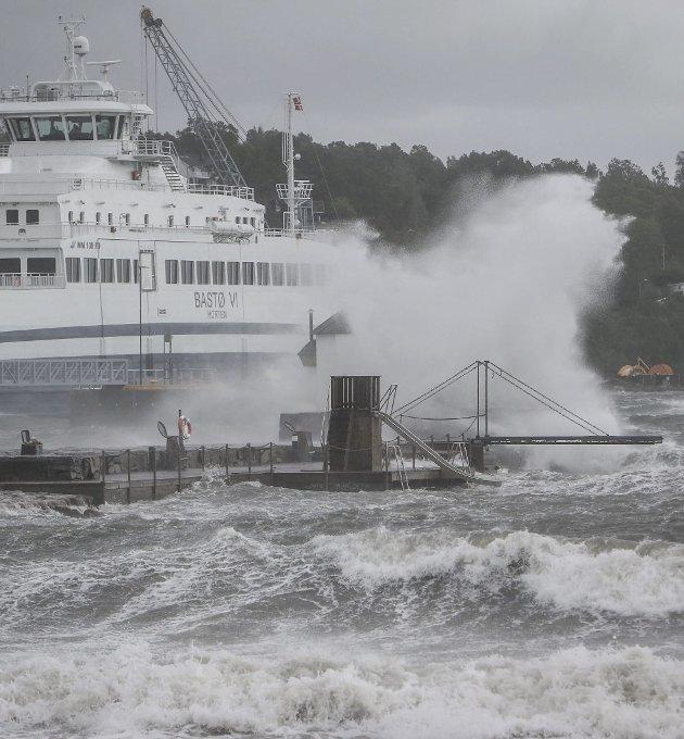 Mer enn bølger og regn: – Mange skremmes vekk fra en debatt som kunne vært berikende og lærerik, skriver Eystein Simonsen. foto: terje holm