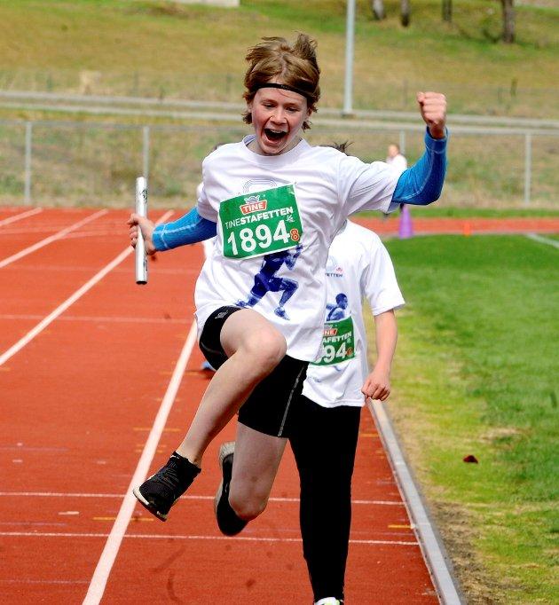 Tinus i 6. klasse ved Søre Ål skole feiret på denne måten da han løp laget inn til seier.
