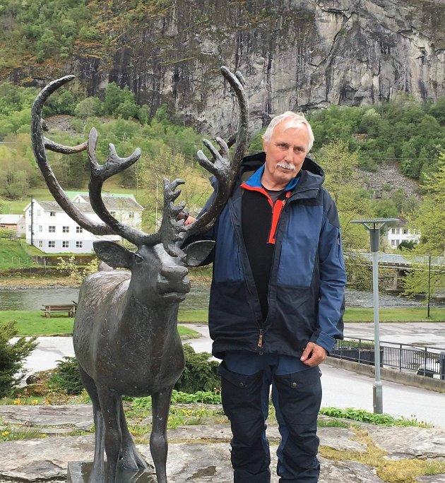 Edgar Abrahamsen minnes av Sten Erik Magnus med familie.