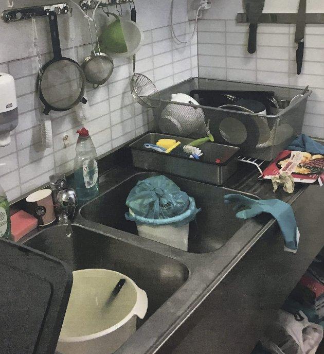 DÅRLIG HYGIENE: Kjøkkenet på en sushi-restaurant. FOTO: Mattilsynet