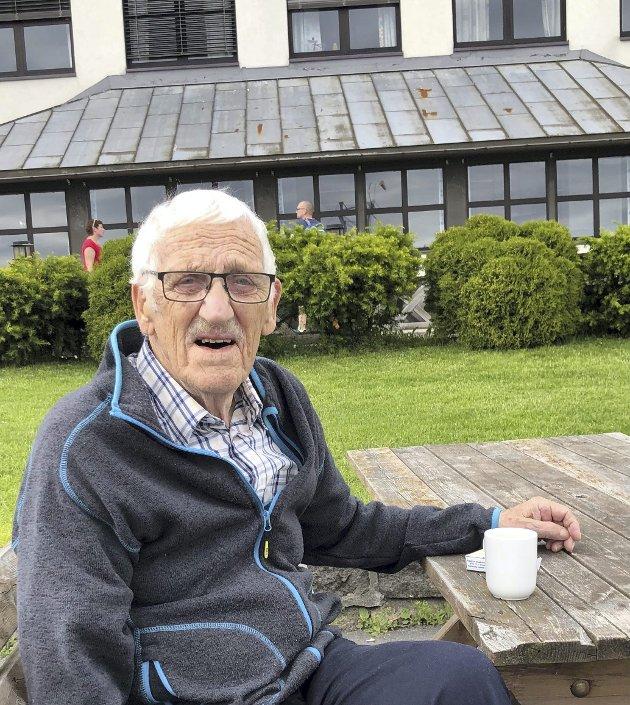 Minnes: I 1983 begynte Egil E. Ellingsen  som lærer på Risøya folkehøyskole, og etter ett års etterutdanning på NLA i Bergen, med kristendom og pedagogikk, ble han fast lærer der, helt til han gikk av som pensjonist 2001. Privat foto