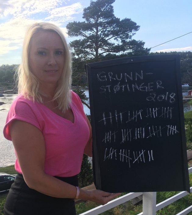KRYSSER AV: Hilde Marie Toftner har i flere år ført en uhøytidelig statistikk over hvor mange som grunnstøter i Karlsøysundet.