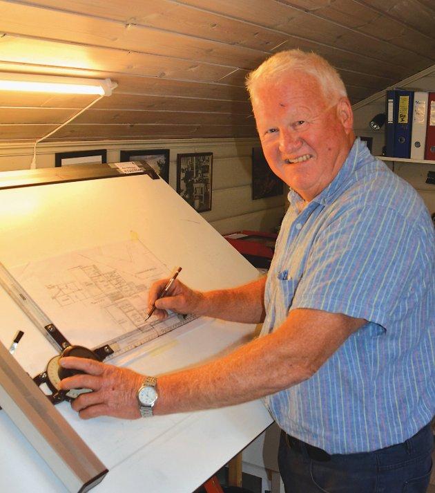 Gunnar Kåre Salvesen er gått bort, 73 år gammel. Han startet Flosta Tegneservice AS i 2010. Arkivfoto