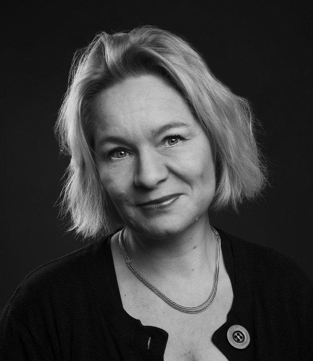 Hilde Rognskog (f 1966) er billedkunstner, gallerieier og skribent.
