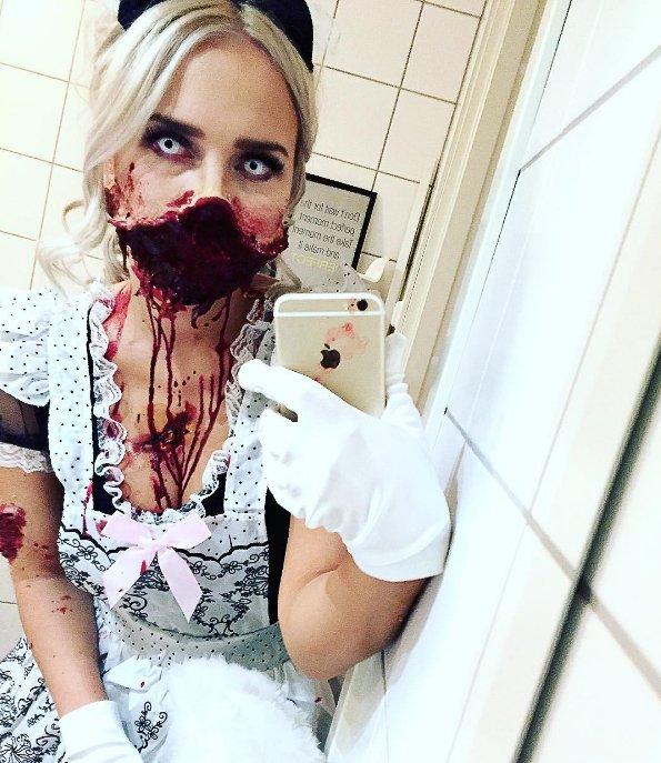 BLE ZOMBIE: Karina Haukland fra Alta la sjela si i årets Halloween-kostyme.