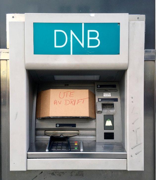 Oslo  20160204. En DnB minibank i Oslo sentrum ute av drift. Torsdag bele det kjent at  trass i gode kvartalstall skal DNB kvitte seg med 600 årsverk og en rekke filialer. Foto: Tor Richardsen / NTB scanpix