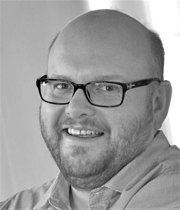 Fra et skoleståsted har lokal- og fylkespolitikerne har vært lite synlige, skriver Pål Aarsæther, leder i Norsk Lektorlag Møre og Romsdal.