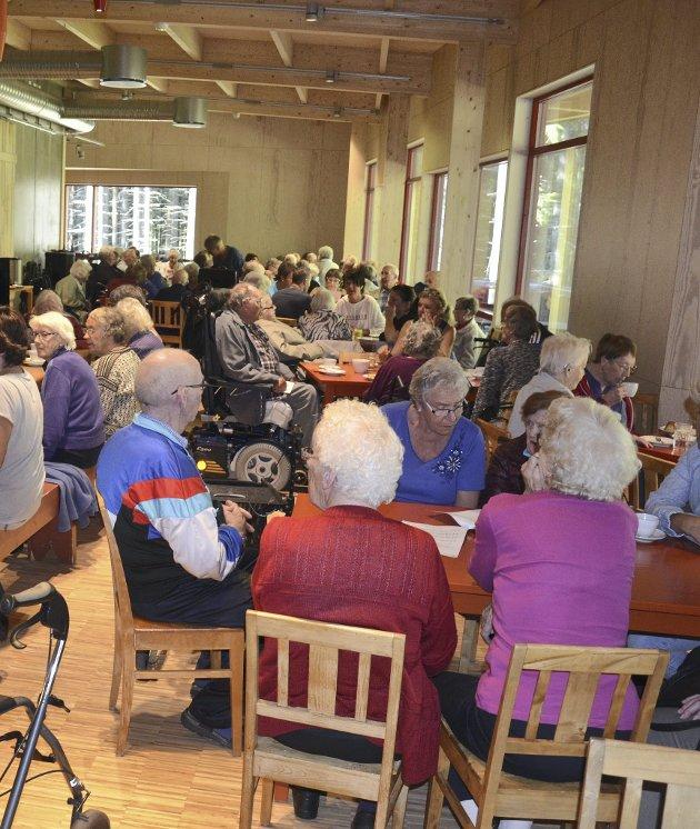 Eldre: Lønnsoppgjøret for eldre er dårlig nytt, skriver Pensjonistpartiet. Her fra samling på Prøysenhuset da kommunen inviterte til konsert for de eldre.