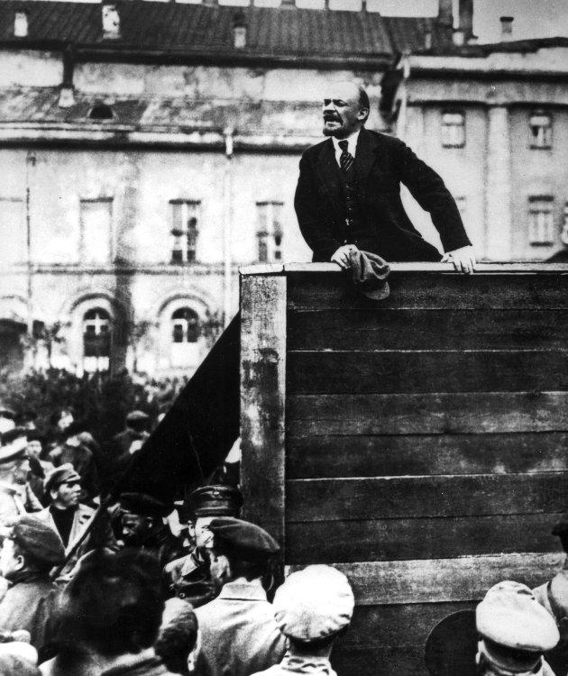 Lenin: Den russiske revolusjonens far gav den politiske ventresiden                                 ....                                                                                                                            et sterkt ateistisk preg.