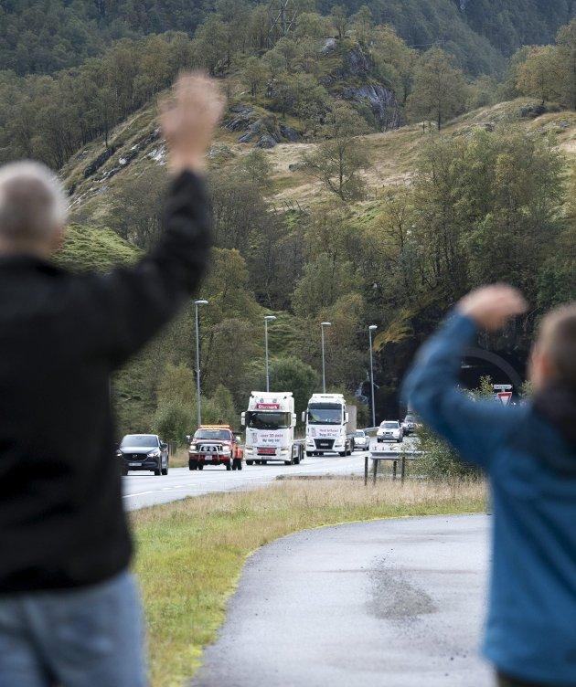 – No ser det diverre ut til at prosjektet vert redusert til rassikring. På bildet er kolonna frå aksjonen mellom Bergen og Voss. FOTO: SKJALG EKELAND