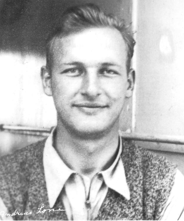 Andreas Lone (1909-1981) ble av Tor Njaa og Odd Starheim bedt om å være telegrafist på Helle. Telegrammene ble kodet av Tomstad som også ofte sto vakt mens Lone telegraferte.  (Foto utlånt av Helga Lone Nilsen).