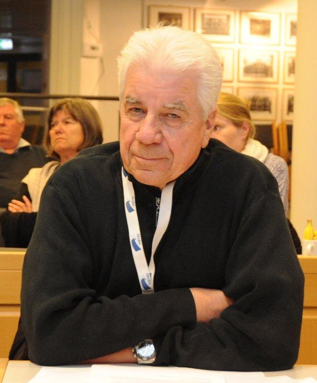 MEDLEM AV ELDRERÅDET: Hans Eric Arnesen er leder av senior Høyre, medlem av eldrerådet og aktiv besøksvenn.