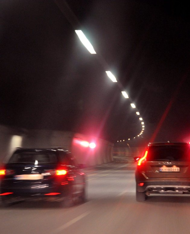 Jordskjelv:  Innsenderen sår tvil om senioringeniør Tom Ferdinand Luther i Statens vegvesens betryggende poengtering om hvor robust fjellet i tunnelen er ved et eventuelt jordskjelv. foto: edgar Dehli
