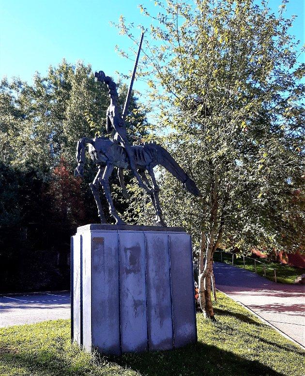 BØLER: Den edle ridder, Don Quixote De La Mancha, utenfor Bøler Senter. Det finnes også en statue på taket av Narvesen ved T-banen på Bøler.