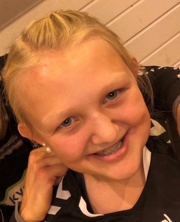 Oline Aimée Svendsen, 11 år, syns det er trist og urettferdig hvis Halden mister Halden Topphåndball fordi politikerne ikke klarer å bestemme seg om hall.