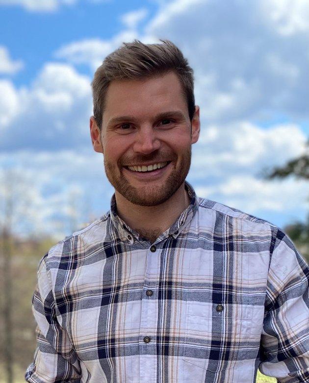 - Folk tenker sjøl, Solberg - det er det som er så flott med demokratiet, skriver Nils Kristen Sandtrøen, stortingsrepresentant for Arbeiderpartiet.