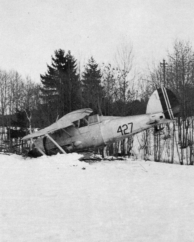 En av de sju norske Gladiatorene, nedskutt av tyske fly, 9 april 1940