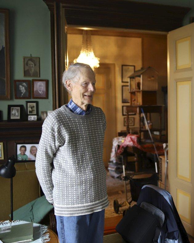 BELLEVEU: Thorkil Aschehoug i Villa Bellevue i Dyrendalsveien, hvor han bodde sammen med sin Inger.