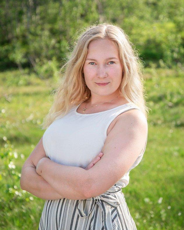 – Meiner Høgre at nye storkommunar som Sunnfjord, Kinn og Sogndal må ta enno ei runde med nabopratar? spør Emma Berge Ness.