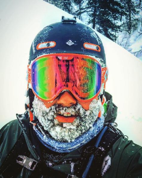 HJELM: Jo Marius Bøyum Bøyabreen blir sint når han ser folk i alpinbakken og i terrenget utan hjelm.