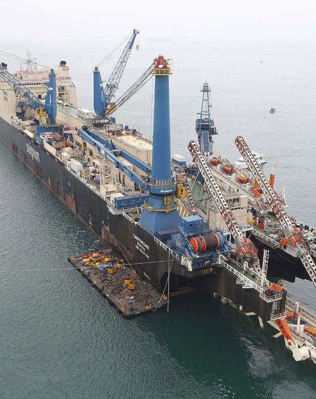 - Kolossen jeg jobbet på er søsterskipet til den på dette bildet, sier Steinar Johansen.