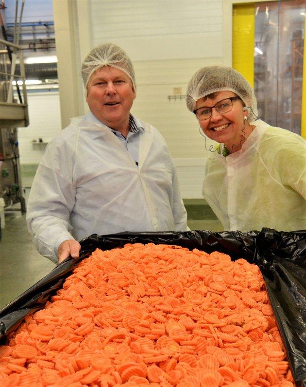 Det skal drives næring og etableres arbeidsplasser over hele landet også etter pandemien, skriver Kathrine Kleveland,her på besøk på Norrek Dypfrys i Larvik sammen med daglig leder Trond Manvik.