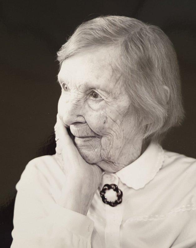Adina Karine Limyr, født Gryting. 03.08.1916-17.04.2021